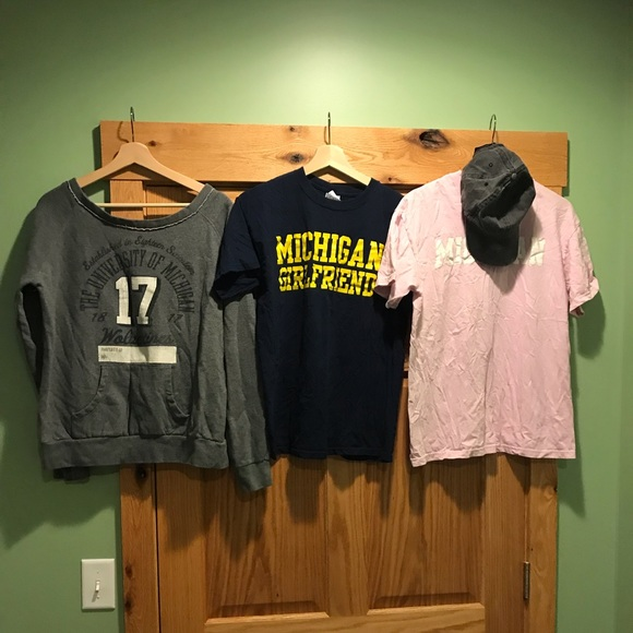 Tops - University of Michigan Gear lot Size L and M